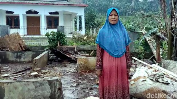 Rumah Warga Rusak Disapu Puting Beliung di Sukabumi