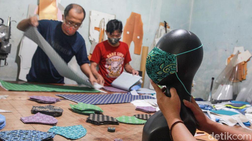 Siasati Pademi Konveksi Banting Setir Bikin Masker