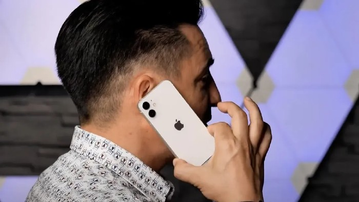 wujud iPhone 12 mini terungkap lewat video hands-on