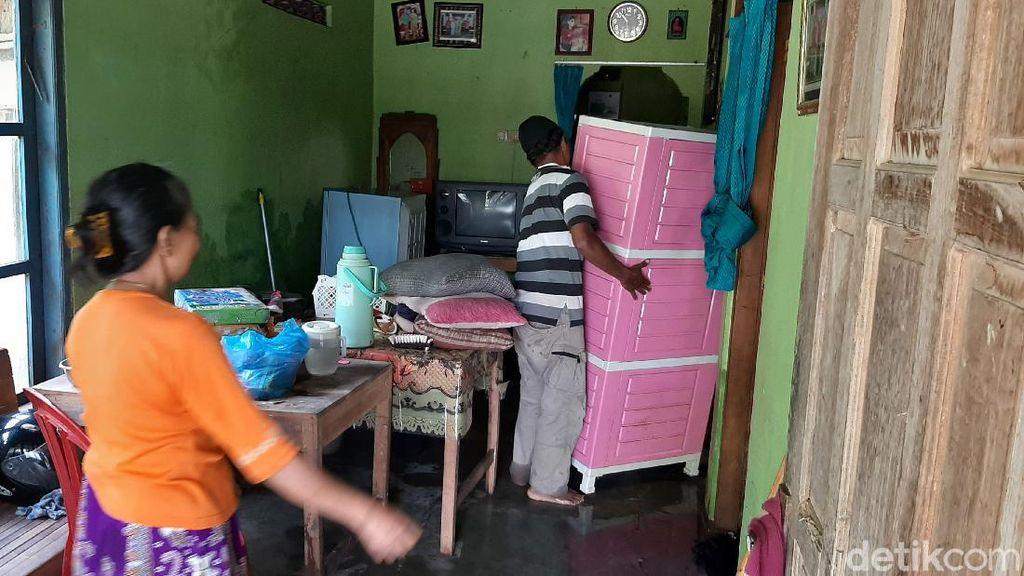 Banjir di Cilacap Mulai Surut, Warga Kembali ke Rumah