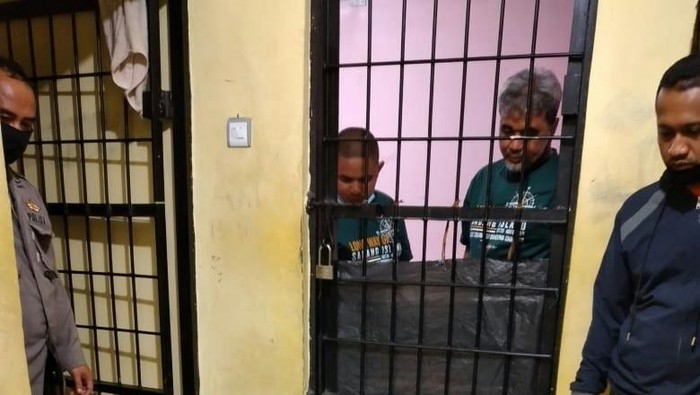 Dua tersangka pengeroyokan prajurit TNI di Bukittinggi ditahan di kantor polisi (dok Istimewa)