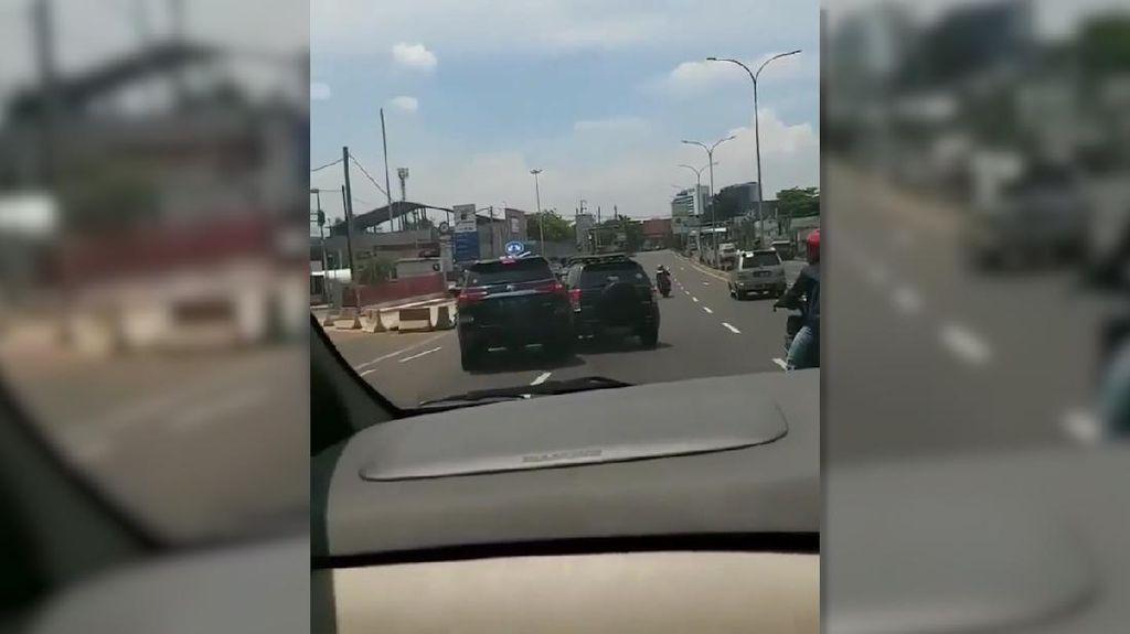 Video Tabrak-tabrakan 2 Mobil di Cibubur