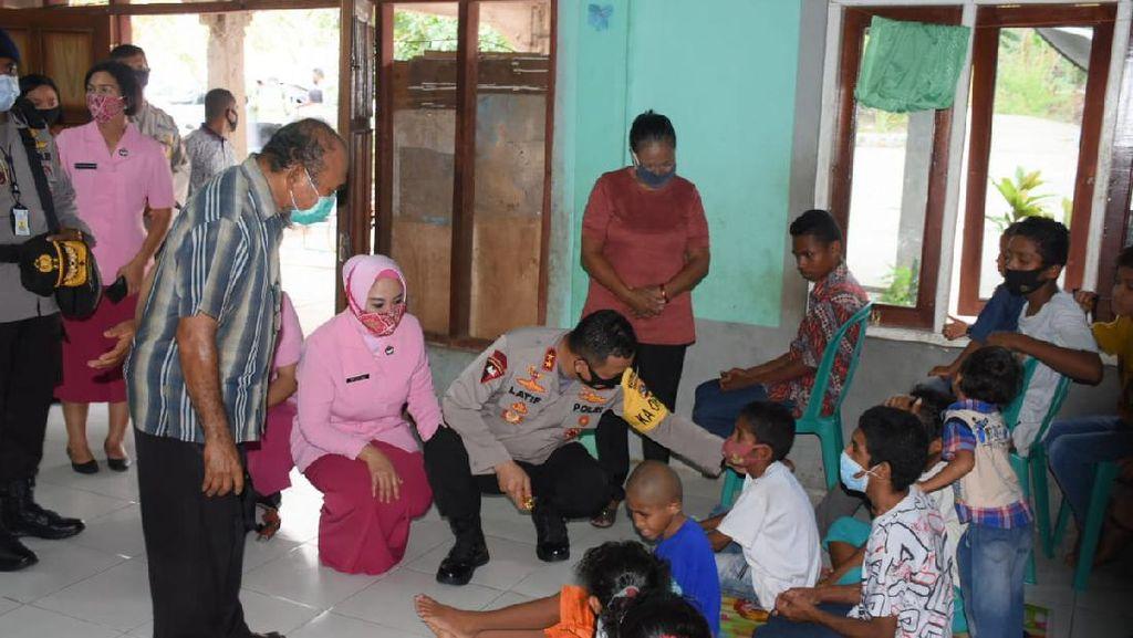 Kapolda NTT Temui Anak-anak Yatim Piatu saat Berkunjung ke Flotim