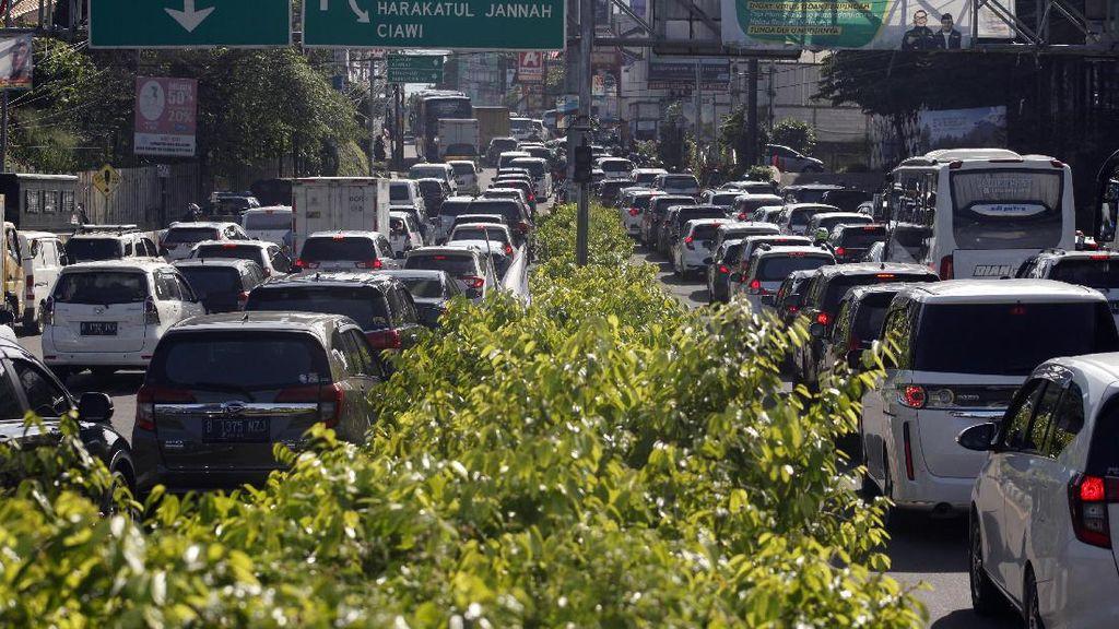 Jalur Puncak Bogor Macet, One Way Arah Jakarta Diberlakukan