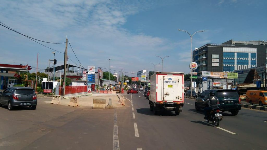 Polisi Ungkap Penyebab 2 Mobil Saling Tabrak di Jl Alternatif Cibubur