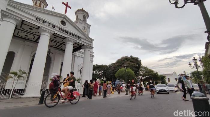 Melihat Antusias Wisatawan di Kota Lama Semarang saat Libur Panjang