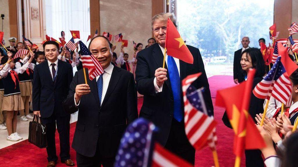 Sejumlah Warga Asia Berharap Trump Kalahkan Biden, Mengapa?