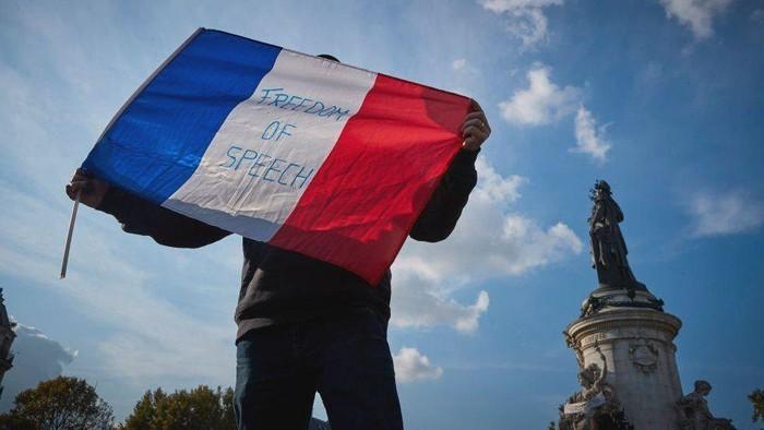 Prancis: Yang perlu diketahui soal sekularisme, karikatur Nabi Muhammad, separatisme Islam, sikap Macron dan tiga serangan teror dalam sebulan