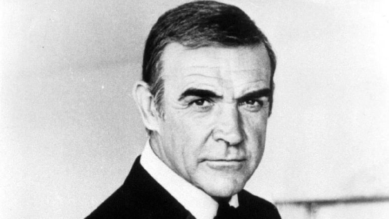 Aktor pemeran James Bond pertama.