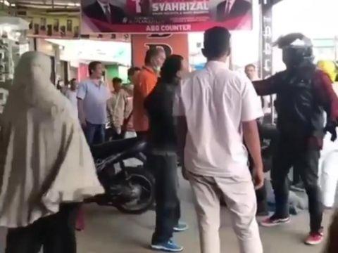 Viral anggota TNI dikeroyok anggota Harley yang konvoi di Bukittinggi (Screenshot Video Viral)