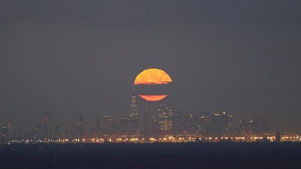 Setiap malam yang cerah di hari-hari menjelang bulan purnama akan menjadi waktu yang tepat untuk melihat hujan meteor pertama di musim gugur. (Corbis via Getty Images/Gary Hershorn)