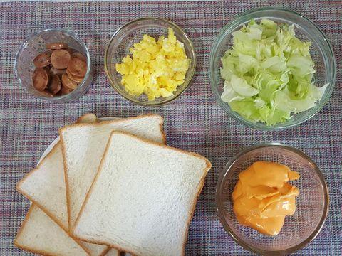 Kebab Roti Isi Telur dan Sosis