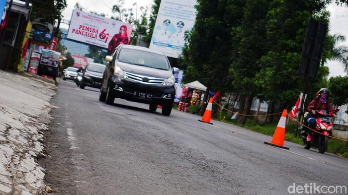 Arus lalulintas di kawasan wisata Lembang, Kabupaten Bandung Barat (KBB) pada hari kelima libur panjang cuti bersama mulai terasa lancar ketimbang hari-hari sebelumnya, Minggu (1/11/2020).