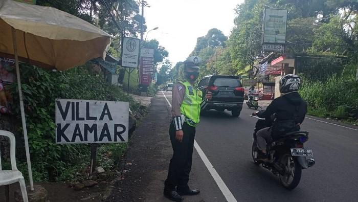 Situasi lalin di Puncak Bogor pukul 07.56 WIB.