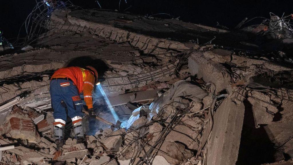 33 Jam Tertimpa Reruntuhan Puing Gempa, Pria 70 Tahun di Turki Selamat