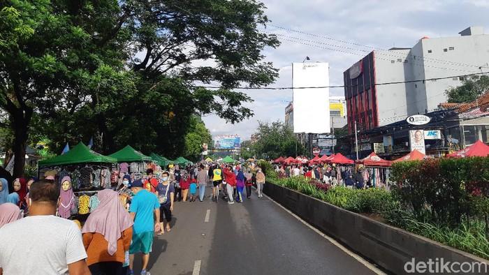 Warga memadati CFD meski di tengah PSBB Kota Serang
