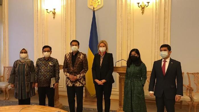 Wakil Ketua DPR Azis Syamsuddin memimpin rombongan anggota DPR dari Fraksi Golkar kunker ke Ukraina, Senin (2/11/2020).