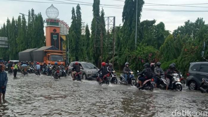 Banjir Rendam Akses Masuk Pasuruan Via Gempol
