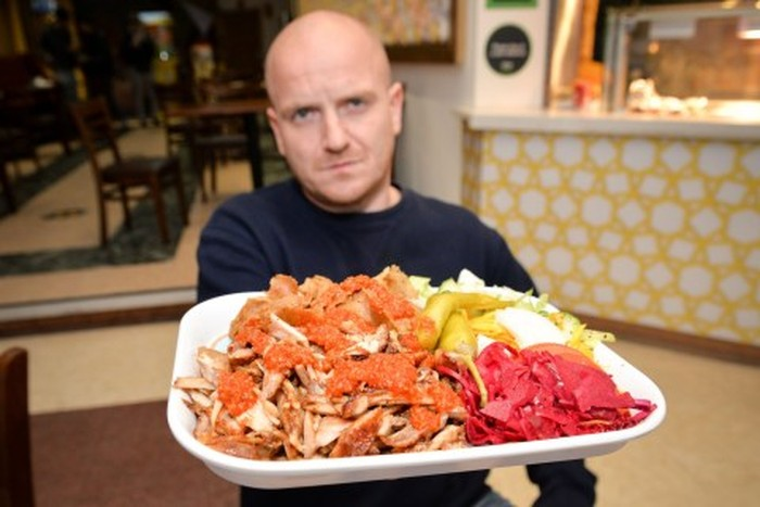 Demi Kegiatan Amal, Pria Ini Akan Makan 60 Kebab dalam Sebulan