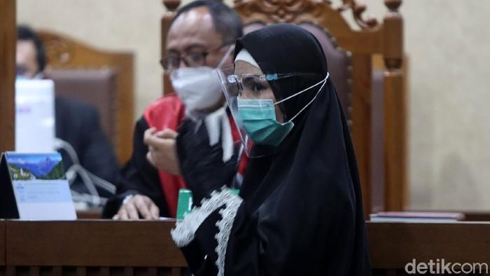 Pinangki Sirna Malasari kembali jalani sidang lanjutan terkait kasus suap Djoko Tjandra terkait fatwa MA. Ia tampak berbusana syari saat hadiri sidang itu.