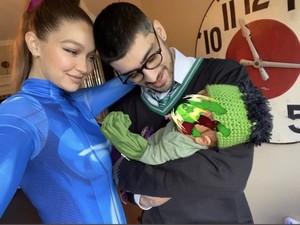 Pertama Kalinya Gigi Hadid Pamer Foto Bayi, Bikin Gemas Pakai Kostum Halloween