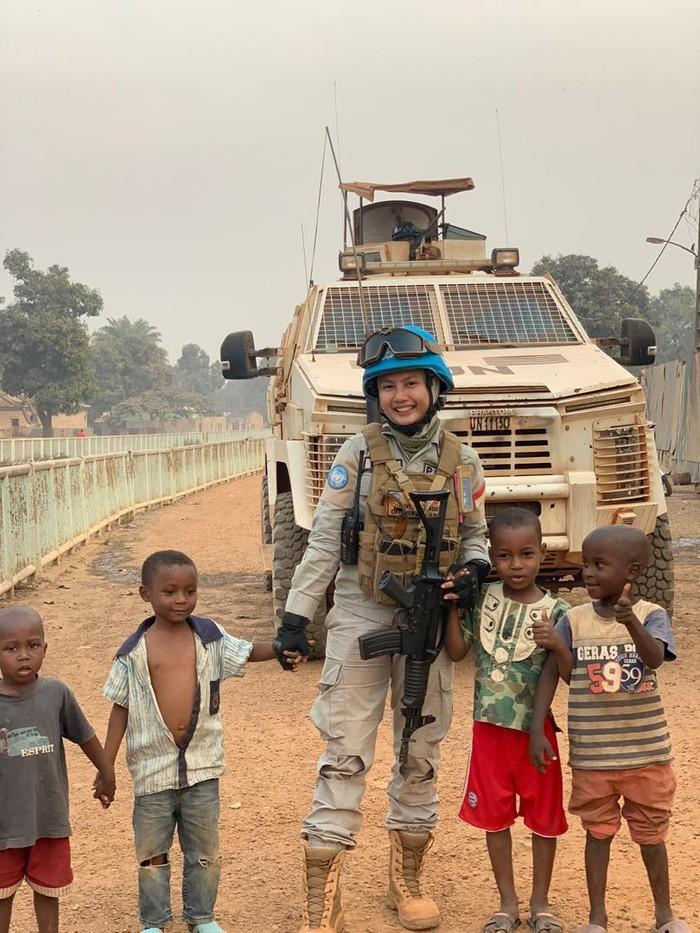 Polwan dari Yogyakarta, Briptu Hikma Nur Syafa, tergabung dalam petugas penjaga perdamaian PBB di Afrika Tengah. Seperti apa potretnya saat bertugas di Afrika?