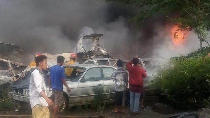 Kebakaran di Bengkel di Parung Bogor Menghanguskan Ratusan Mobil Bekas