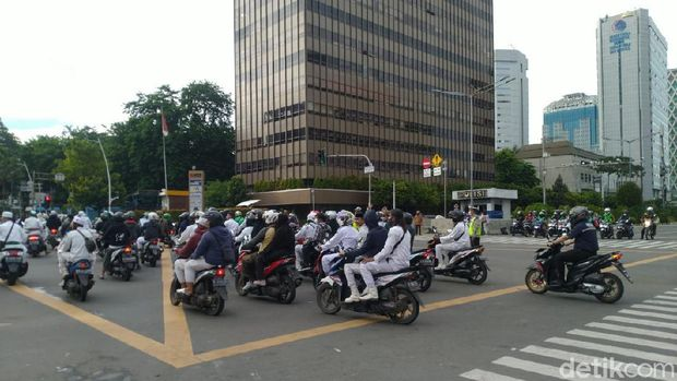 Kondisi di Jalan MH Thamrin Setelah Massa FPI Bubar