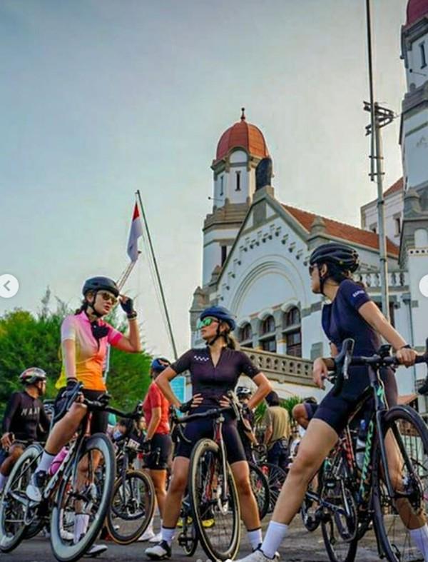 Semuanya pasti tahu ini, Luna berpose di Kota Tua Semarang. (Luna Maya/Instagram)