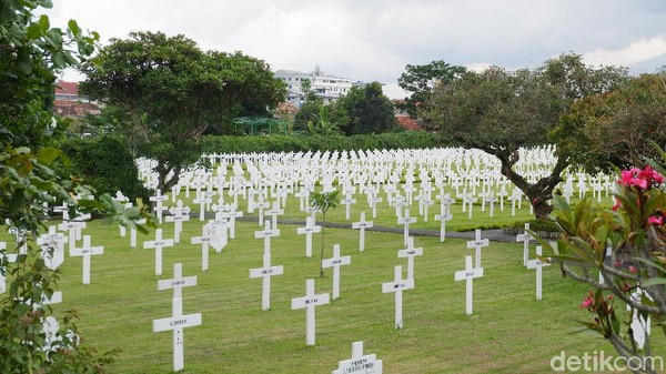 Tanah pemakaman yang ada sejak tahun 1932 itu, diperuntukkan untuk orang Eropa, namun kemudian berkembang dan didominasi pemakaman orang Belanda. Makanya, bentuk dan gaya pemakaman orang Belanda beragam di kawasan Pemakaman Pandu. (Siti Fatimah/detikcom)