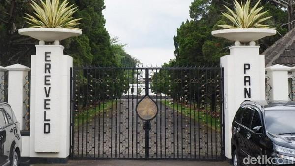 Tempat Pemakaman Umum (TPU) yang beralamat di Jalan Pandu No. 32 Kota Bandung ini bukanlah pemakaman biasa, tapi bernilai sejarah tinggi. Makamnya juga beda dari yang lain. Menarik! (Siti Fatimah/detikcom)