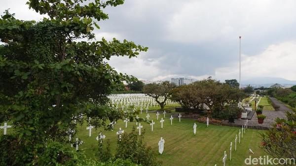 Untuk berkunjung ke pemakaman Ereveld Pandu dibuka setiap hari dari pukul 07.00 WIB sampai 18.00 WIB. Berani coba ke sini tidak traveler? (Siti Fatimah/detikcom)