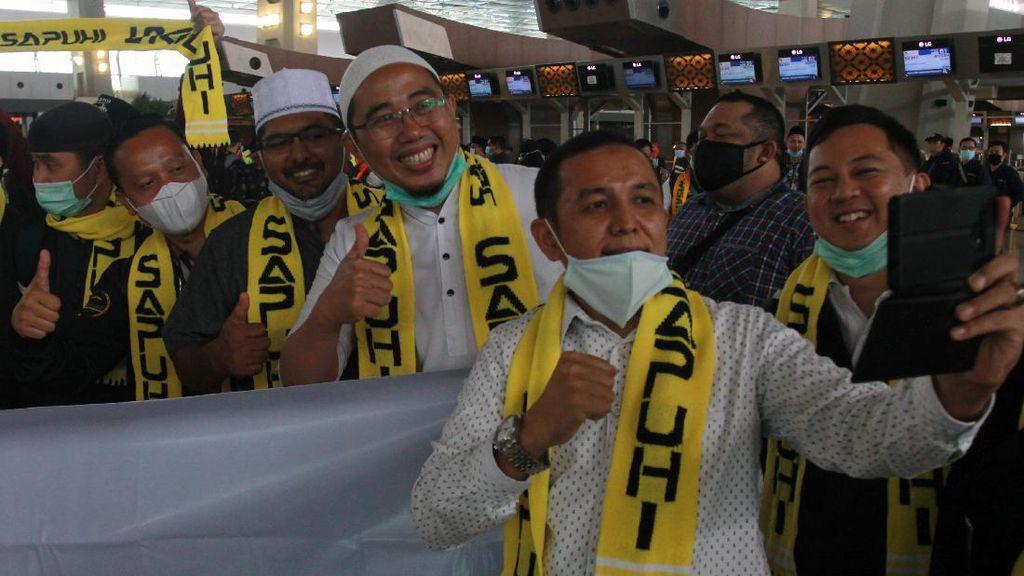 Foto: Keberangkatan Jemaah Umrah Indonesia Perdana di saat Pandemi