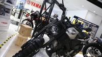 Tampilan Yamaha XSR155 dari Lembinc jadi lebih kekar, dengan konsep urban Scrambler ala motor penjelajah. Terutama pada bagian kaki-kaki yang makin gahar.Foto: Agung Pambudhy