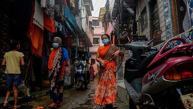 Covid-19 di India: Jutaan warga kekurangan air bersih dan hidup tempat kotor, apa membuat mereka lebih kebal virus corona?