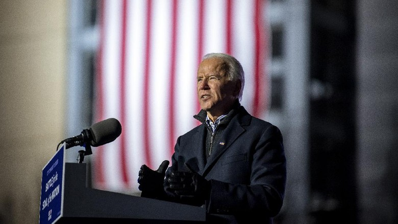 Democratic presidential candidate and former Vice President Joe Biden speaks during a drive-in rally outside of Heinz Field on Pittsburghs North Shore, Monday, Nov. 2, 2020. (Alexandra Wimley/Pittsburgh Post-Gazette via AP)