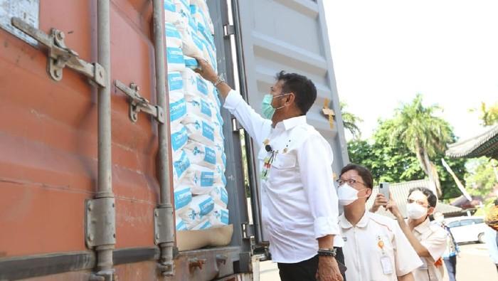 Mentan Syahrul Yasin Limpo lepas ekspor perdana produk asam amino untuk pakan ternak berupa Tryptophan Granule sebanyak 327 metrik ton ke 7 negara Asia & Eropa.