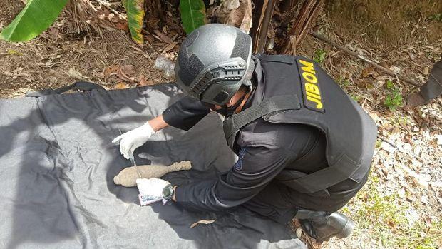 Proses Tim Jibom Lakukan Disposal Mortir yang Ditemukan di Tapanuli Utara