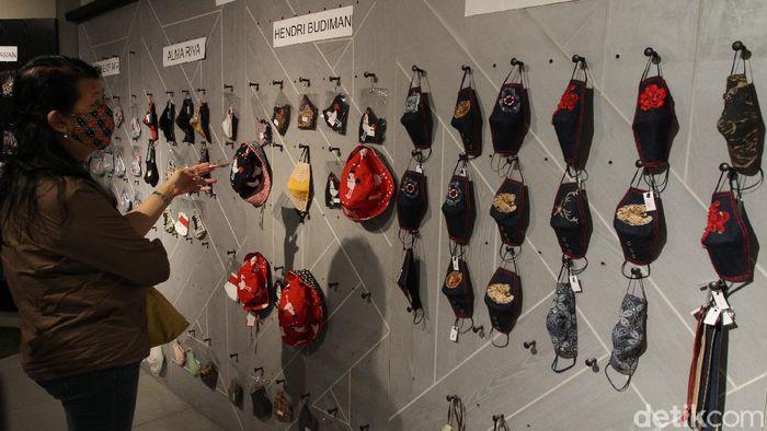 Ratusan desain masker dipajang pada pameran bertajuk Pameran Masker Indonesia. Aktivitas tersebut digelar di Galeria Mall, Yogyakarta.