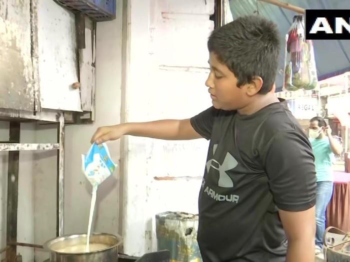 Kisah Subhan, Remaja 14 Tahun Jualan Teh Demi Bantu Ibunya yang Baru di-PHK