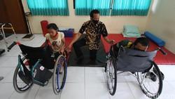 Semangat pantang menyerah diperlihatkan oleh para penyandang disabilitas di tengah keterbatasan.