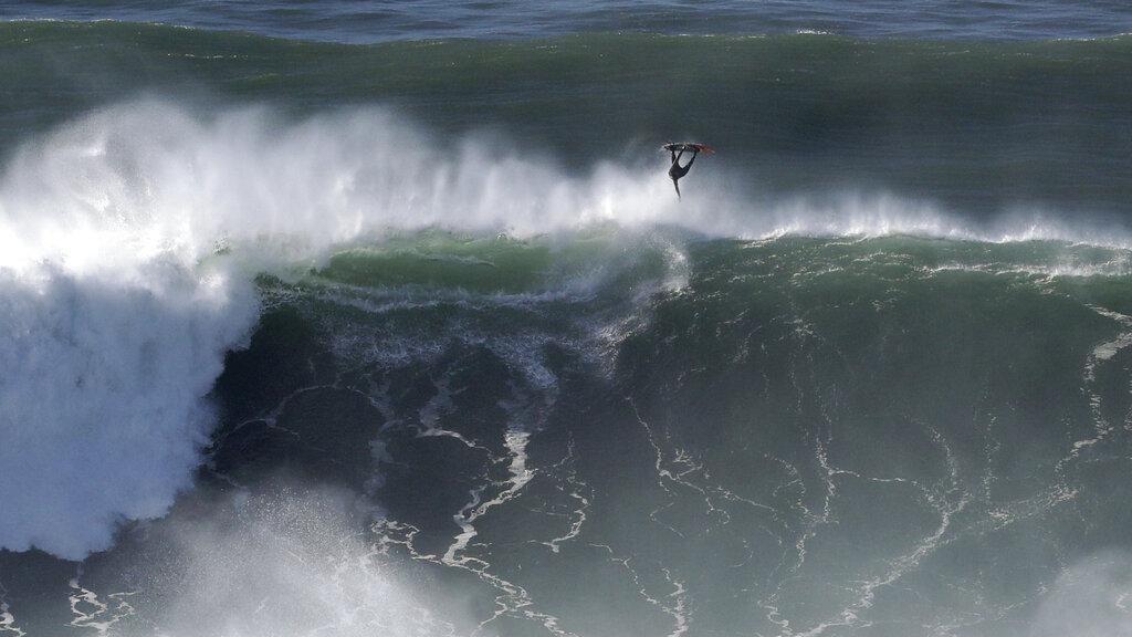 Uji Adrenalin! Berselancar di Gelombang Besar Badai Epsilon