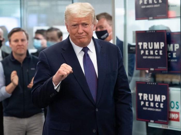 Buah dan Sayur Bentuk Donald Trump Ini Laris Manis