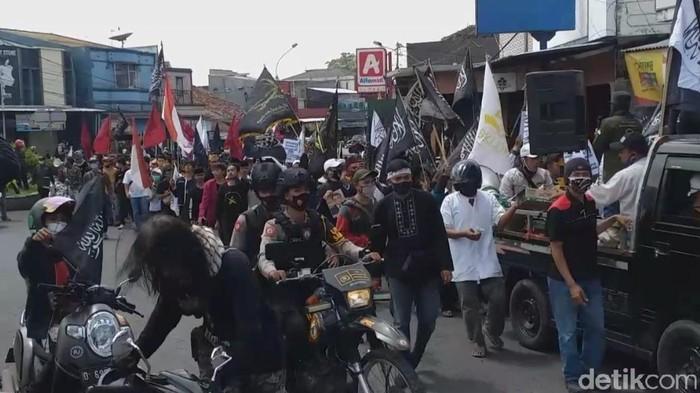Demo di Garut serukan boikot produk Prancis.