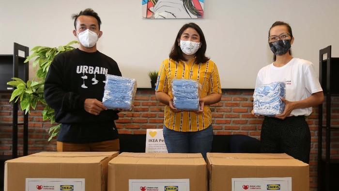 Ribuan masker didonasikan kepada Indonesia Kuat dan Indonesia Creative Cities Network. Hal ini sebagai upaya untuk menghambat penyebaran COVID-19.