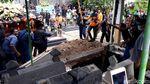 Duka Selimuti Proses Pemakaman Ki Seno di Yogyakarta