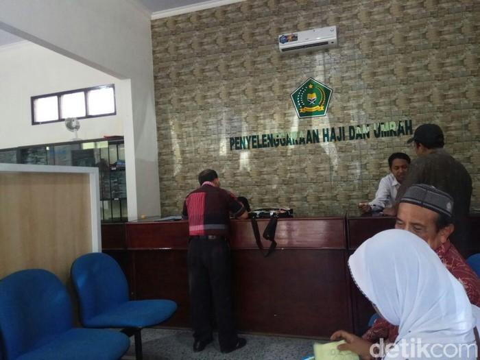 Puluhan jemaah umroh di Kabupaten Blitar akan diberangkatkan Desember mendatang. Namun mereka harus memenuhi syarat terkait ibadah di masa pandemi COVID-19.