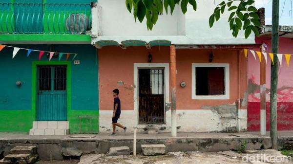 Cukup sehari saja, traveler bisa mengelilingi Mexcaltitan dari ujung ke ujung. Arsitektur lokal di kota ini juga masih terjaga dengan baik, begitu pula dengan kebudayaannya. (CNN)