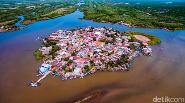 Inilah Mexcaltitan, sebuah kota kecil di Meksiko yang disebut-sebut sebagai Vensia-nya Meksiko. Kota ini pernah dinobatkan sebagai Pueblo Magico atau Kota Ajaib. (CNN)