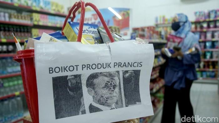 Sebuah minimarket di Jakarta menarik produk buatan prancis dari daftar jual. Hal itu dilakukan sebagai buntut kekecewaan atas pernyataan Presiden Prancis.